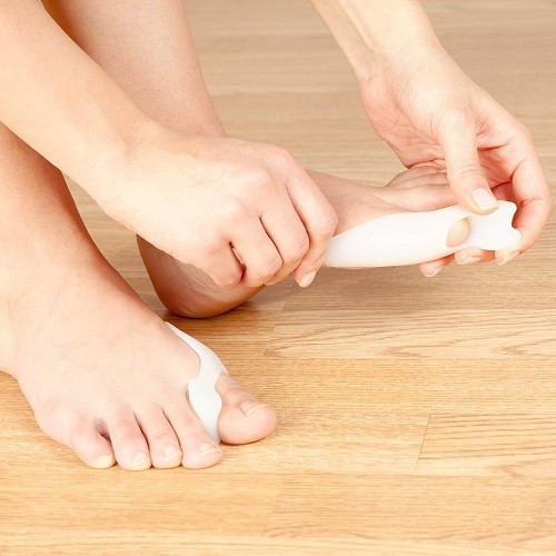 Using Bunion Relief Pack - 2 Bunion Pads Toe Spreaders